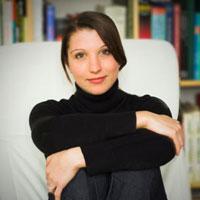 karoline-strauss-essec-management-professor